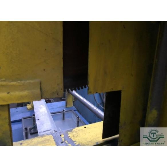 Profile cutting saw