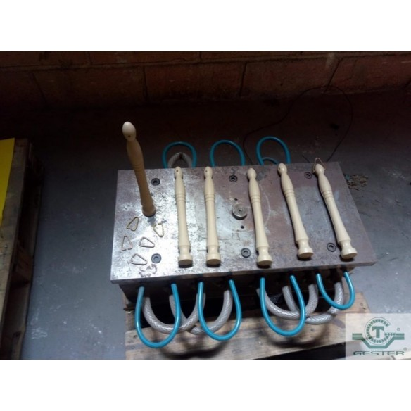 Molds for the production of handles